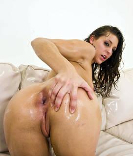 La mujer mojada más bella del mundo desnuda.